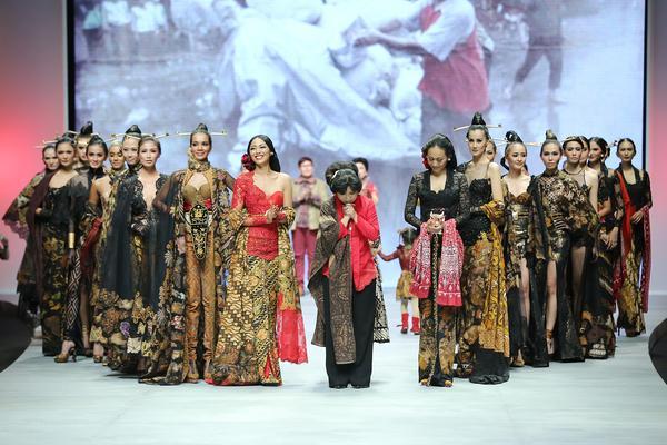 Les costumes traditionnels indonésiens