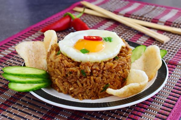 Plat de nasi goreng photo © by Bvlena via Shutterstock