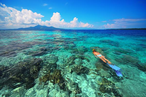 Snorkeling dans les îles Bunaken à Sulawesi, photo © by Dudarev Mikhail via Shutterstock