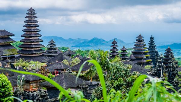 Temple de Pura Besakih à Bali, photo © Igor Tichonow via Shutterstock