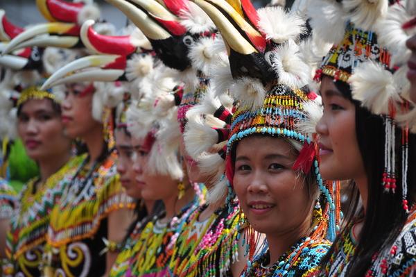 Femmes Dayak lors d'un festival à Jakarta, photo © Dani Daniar via Shutterstock