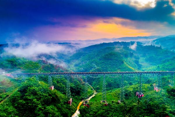 Pont de Likubang, photo © Akhmad Dody Firmansyah via Shutterstock
